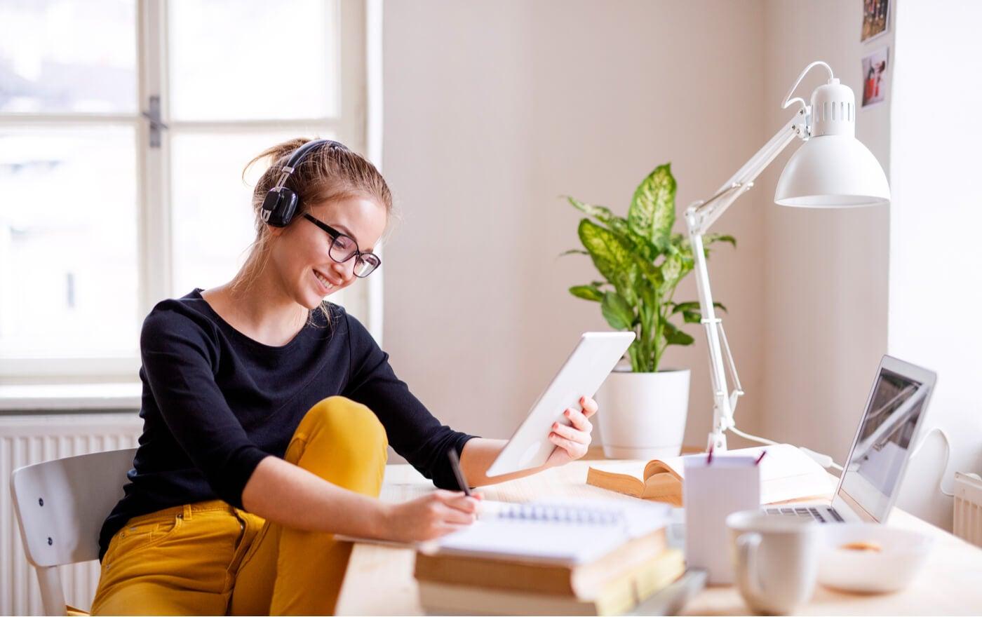 Mesas de estudio de madera: una buena opción para los jóvenes