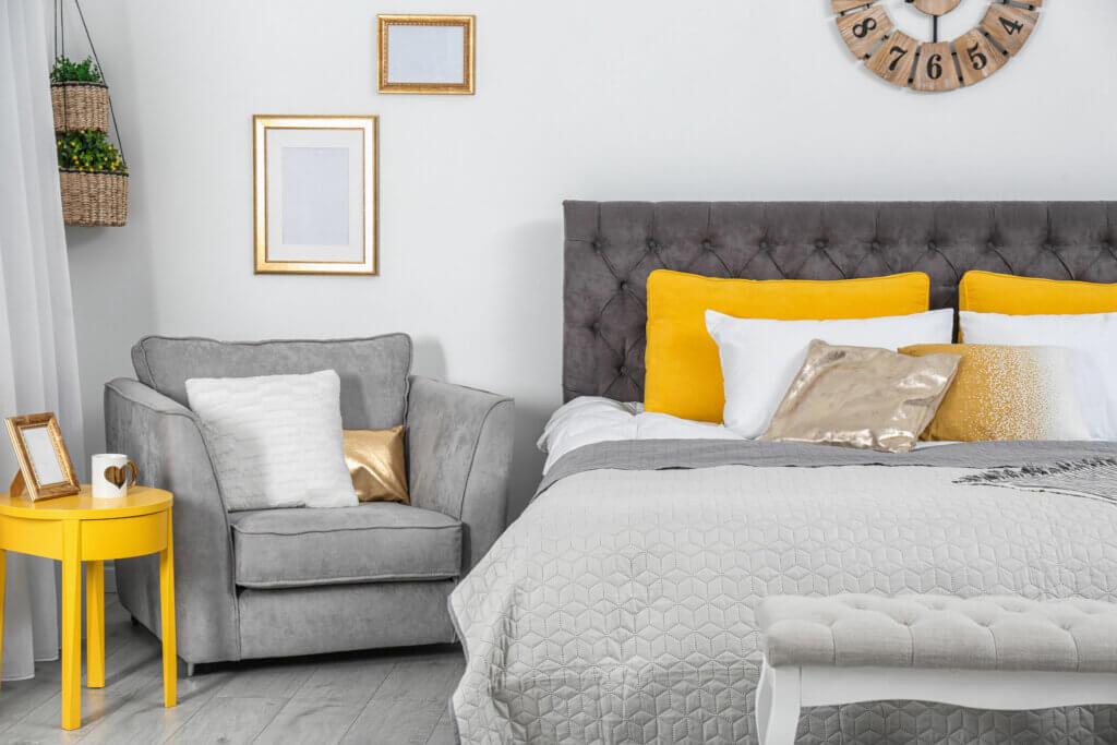 Permite que entre el color Pantone 2021 a tu dormitorio