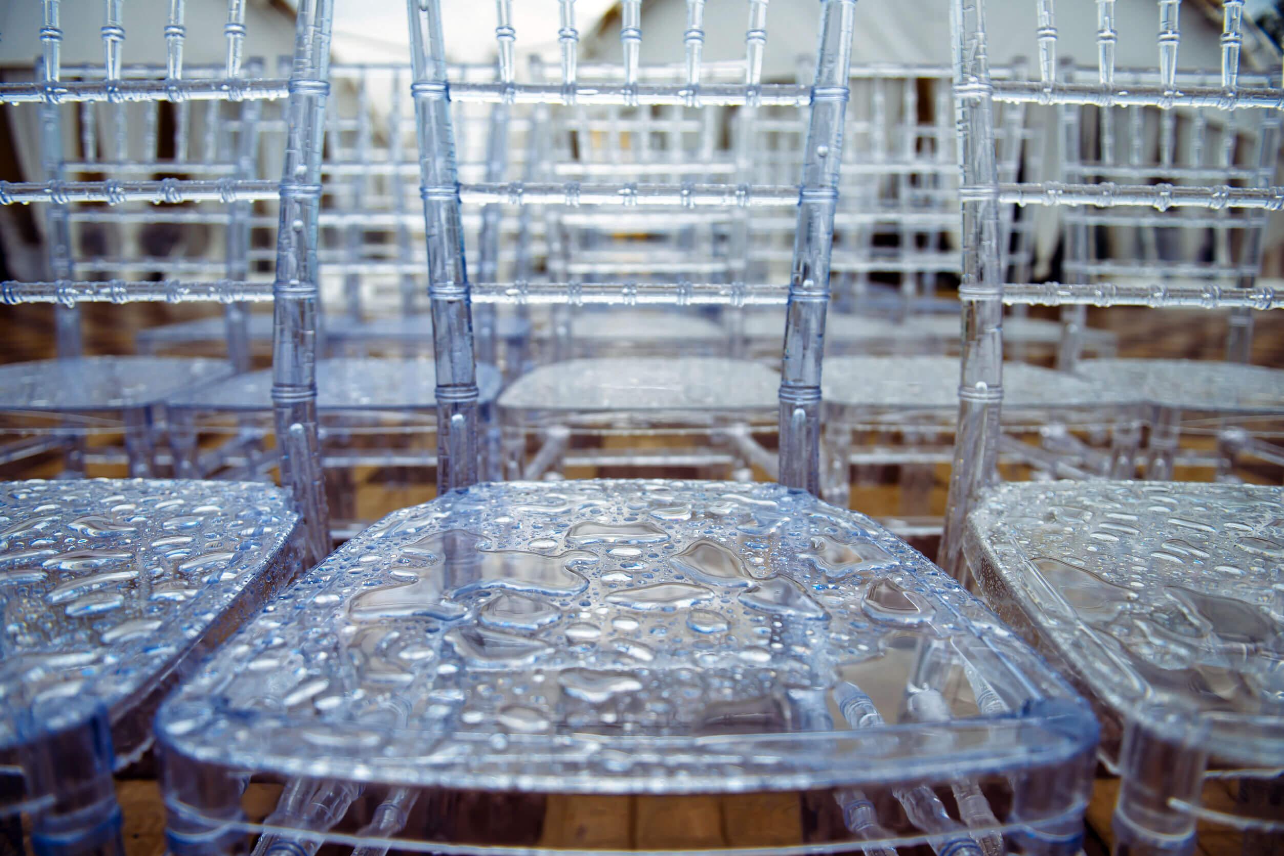 Asientos de plástico transparente, una nueva tendencia