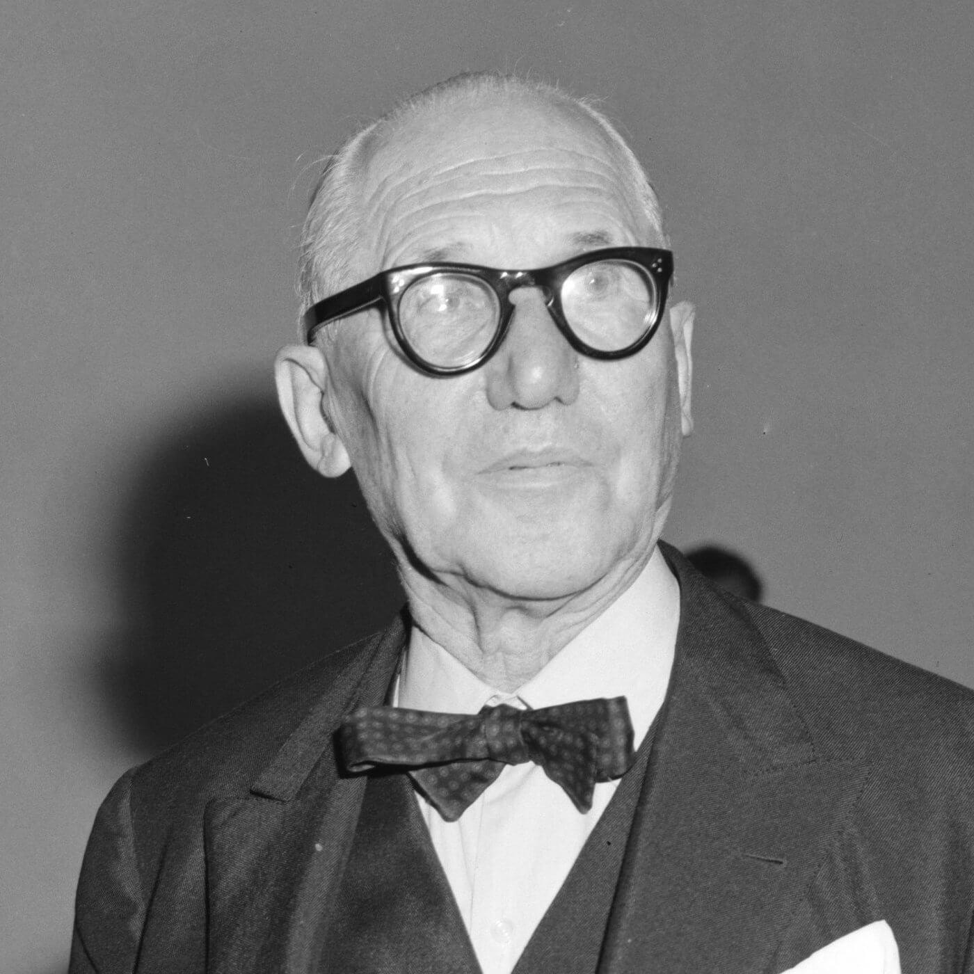 Mesa LC6 de Le Corbusier y su diseño de vanguardia