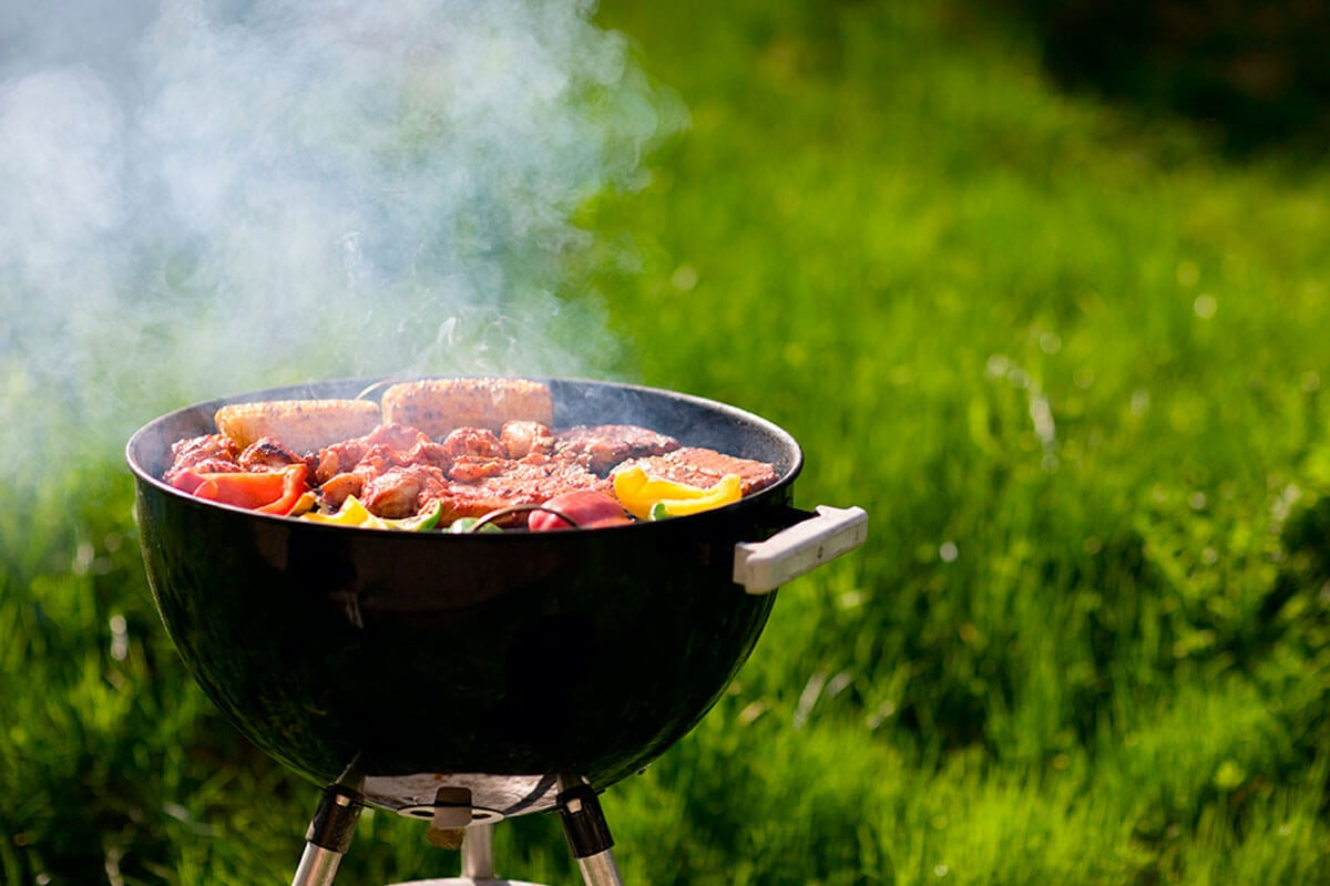 Circular shaped barbecue to help with choosing the ideal barbecue