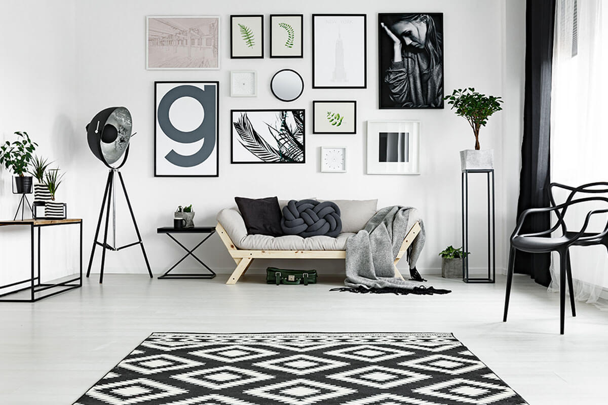 Use different figures to decorate your rectangular room.