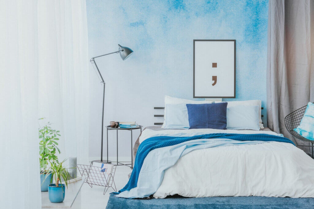Azul y blanco, la combinación perfecta para el dormitorio