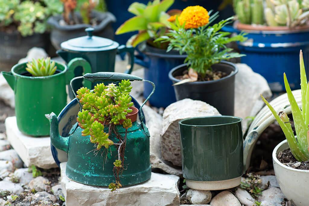 5 macetas recicladas y originales para decorar tu jardín