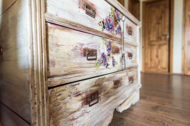 Restaura tus muebles con pintura de leche o milk paint