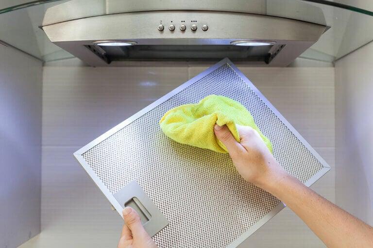 ¡Vamos a limpiar la campana extractora de la cocina!