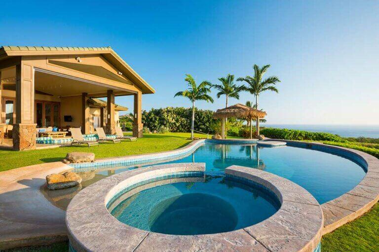 ¿Cómo elegir el mejor color para tu piscina?