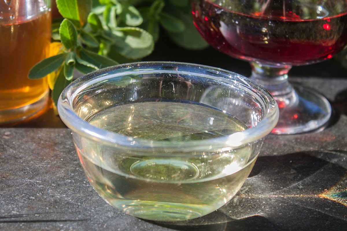 Usa el vinagre blanco.
