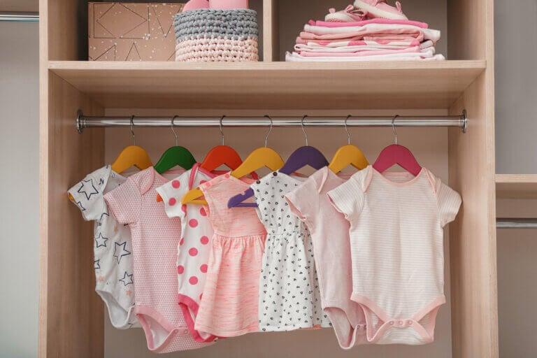 Ideas para organizar la ropa del bebé