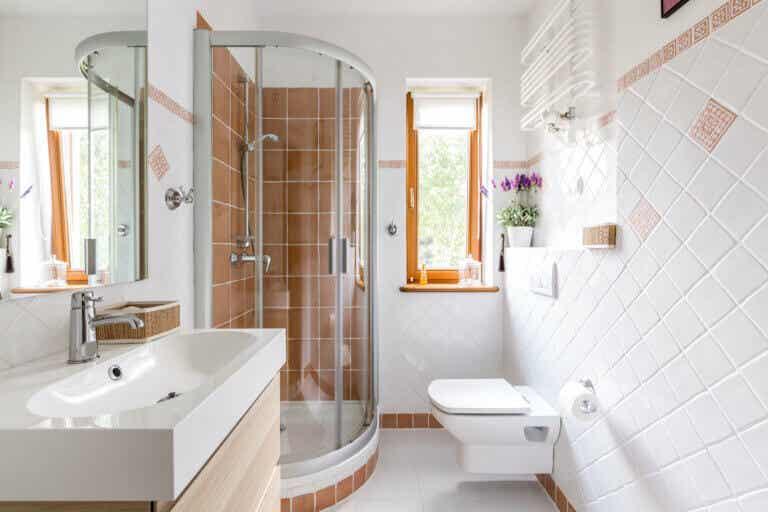 Soluciones de almacenaje para baños pequeños