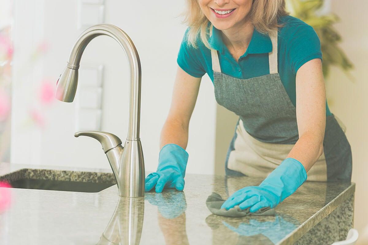 Usa prodotti per la pulizia delicati.