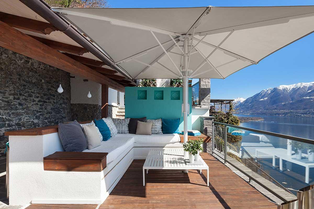 No dejar sombra es uno de los errores que debes evitar al decorar tu terraza.