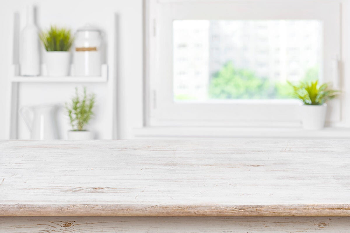 Aprovecha la luz natural para refrescar la cocina.