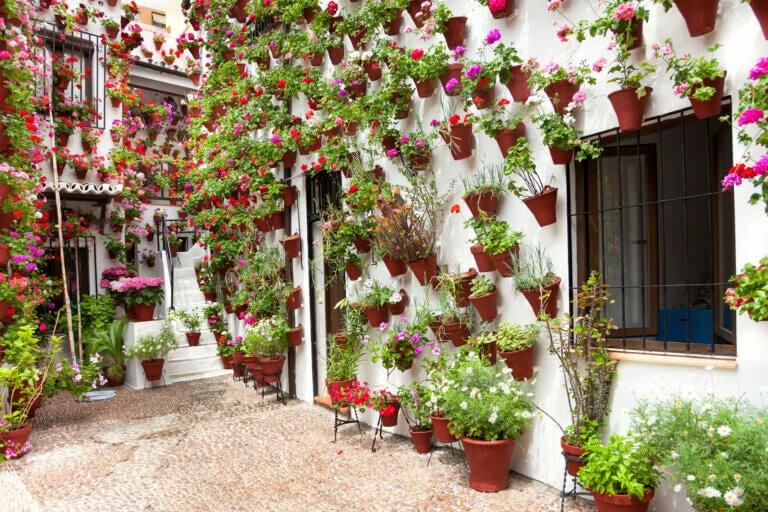 6 consejos para decorar un patio con estilo andaluz