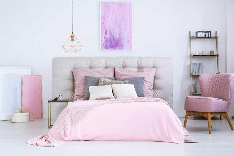 ¿Cómo pintar un dormitorio femenino?