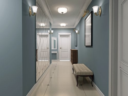 Illuminazione Corridoio Lungo E Stretto : Arredamento ideale per il corridoio: utili consigli arrediamo