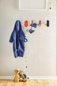 un appendiabiti permette di sfruttare al meglio lo spazio nella camera da letto