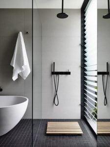 doccia e vasca da bagno