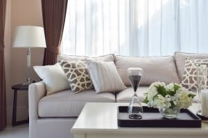 Cuscini Marroni Per Divano.Disporre I Cuscini Sul Divano 5 Consigli Arrediamo