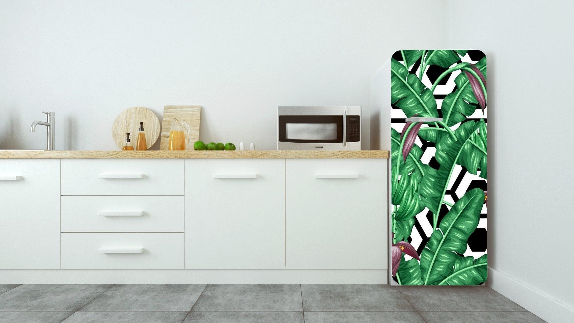 Cucina con frigo con adesivi tema natura