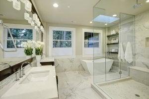 Uso del marmo nei bagni.