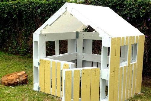 Casetta costruita con pallet
