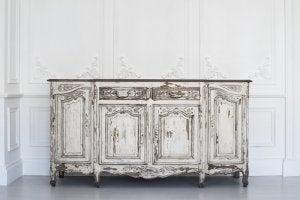 Antica cassettiera restaurata in bianco