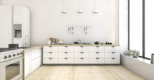 Come sfruttare al massimo lo spazio in cucina