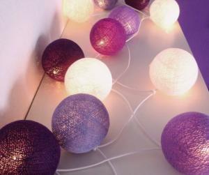 Ghirlanda di luci fatta con filo e palloncini