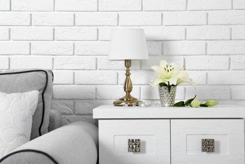 Come scegliere la lampada da tavolo perfetta per ogni stanza