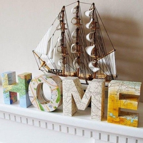 Lettere decorate con mappe