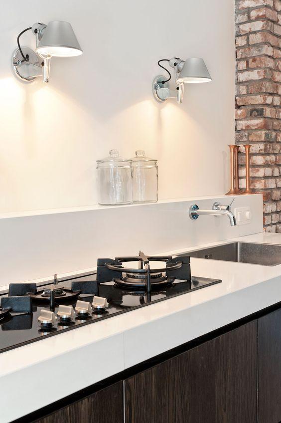 lampade sul piano cottura della cucina