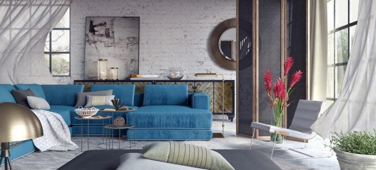 soggiorno con divani cuscini e muri di mattoni bianchi