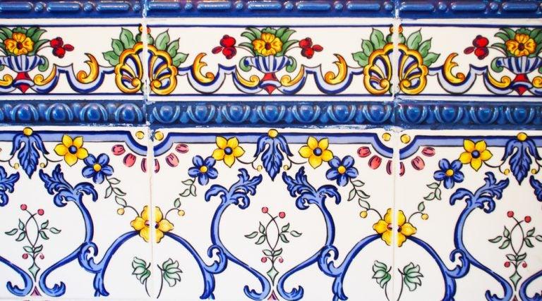 mattonella con decorazione a fiori