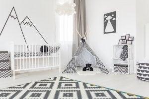 Pareti per bambini dal rilassante colore bianco abbinate al nero