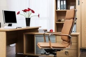 Suggerimenti per scegliere la sedia da scrivania perfetta.
