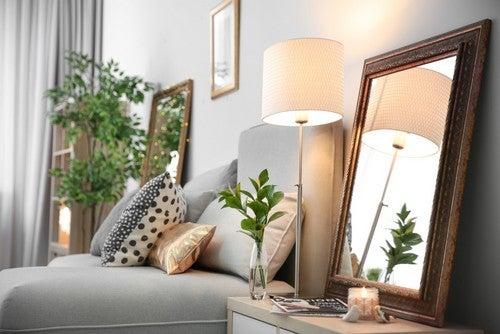 Appartamento caldo e accogliente con specchio