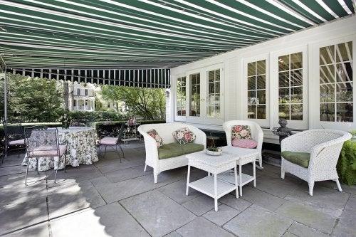 4 idee di tende da sole per la terrazza