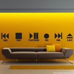Vinile su parete gialla