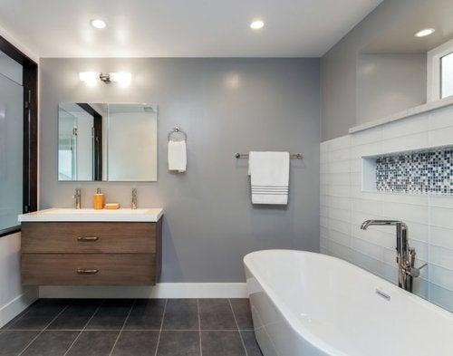 Come abbinare diversi stili di piastrelle da bagno