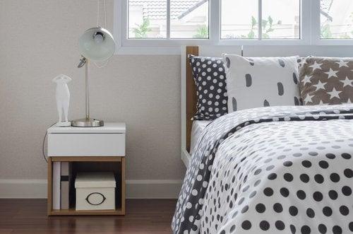 Come scegliere il comodino adatto alla camera da letto