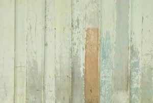 Decorare pareti e pavimenti con il legno.
