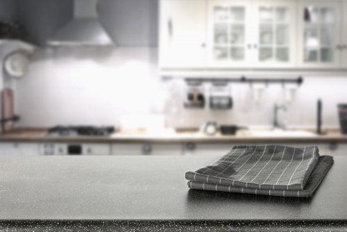 Piani di lavoro in granito per la cucina: 5 idee geniali