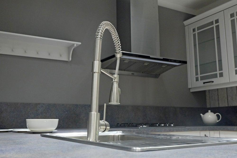 rubinetto estraibile cambiare la cucina sul posto