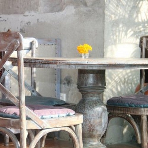 Restaurare un tavolo antico con un tocco romantico