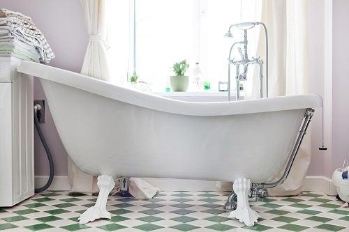 La tendenza delle vasche da bagno antiche per il bagno
