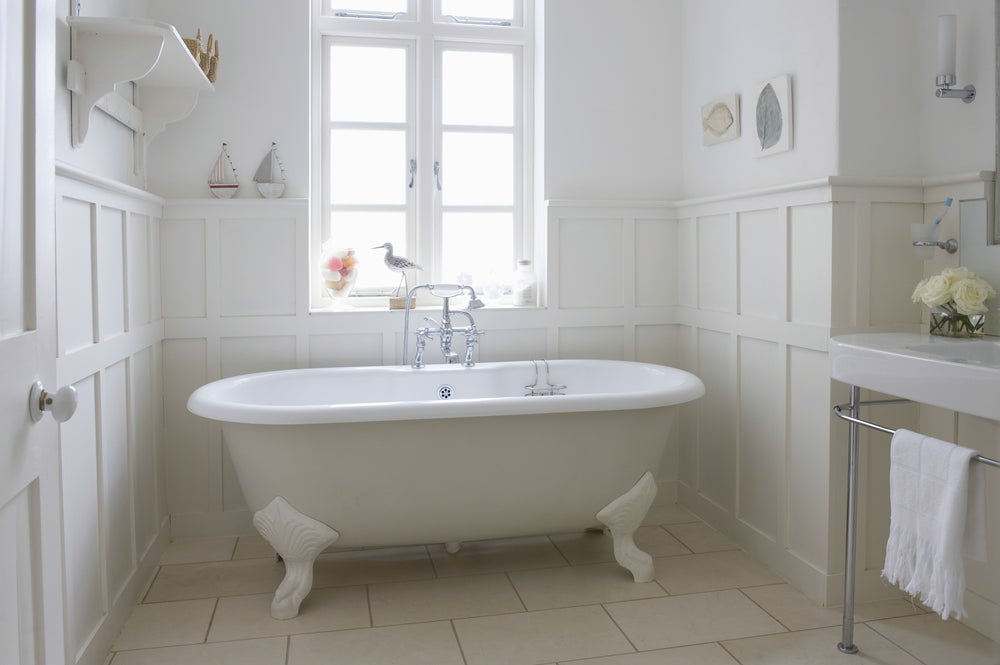 Vasca da bagno e finestre antiche