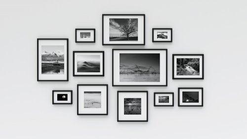 Decorare le pareti con foto di famiglia.