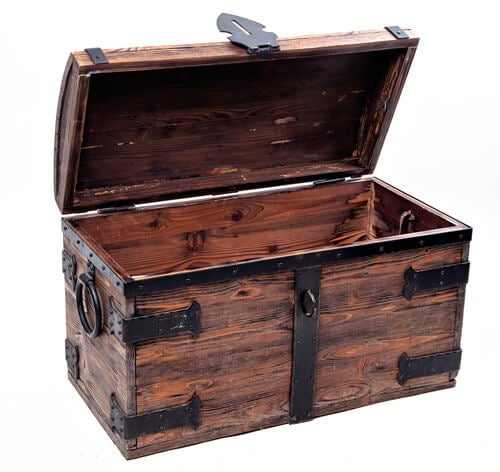 Baule in legno aperto