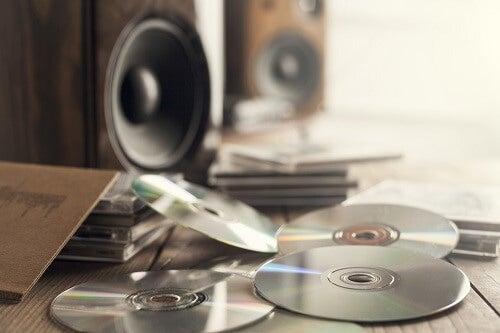 Decorare i vostri specchi con vecchi CD